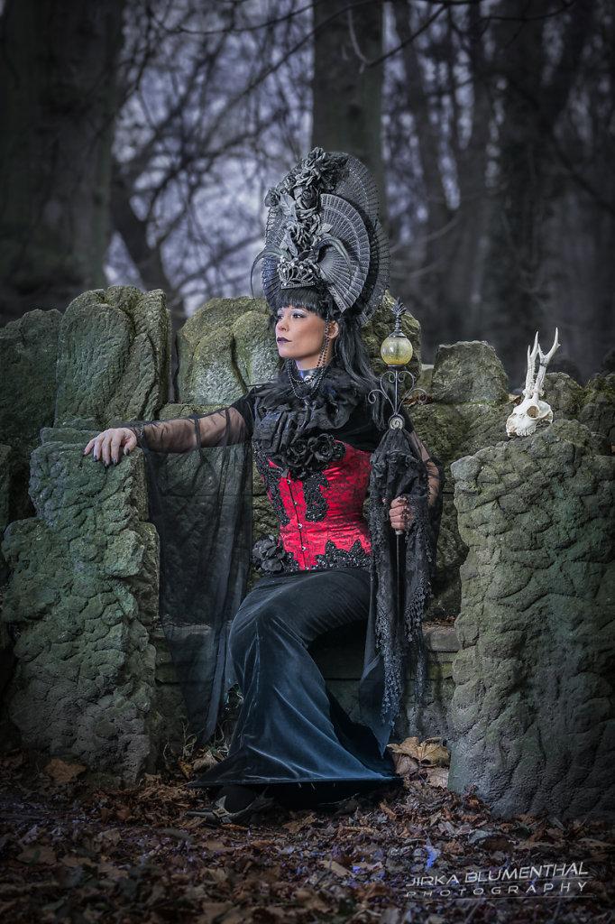 Queen of darkness #1