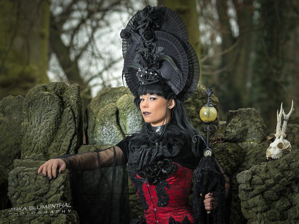 Queen of darkness #4